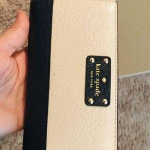 Kate Spade wallet for Sale in Warrenville, IL