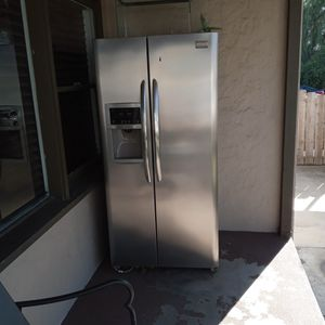 Free Frigidaire Refrigerator for Sale in Modesto, CA