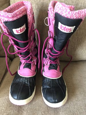 Girls totes winter boots size 2 for Sale in Erie, PA