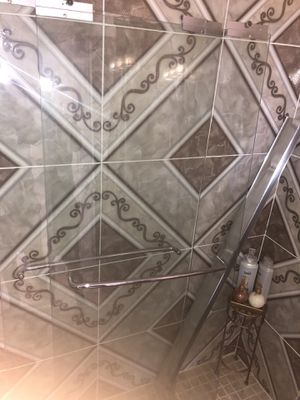Clear shower slide doors for Sale in Kenneth City, FL