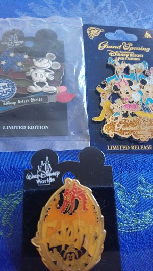 Disney World Limited Edition Artist Choice Mickey Shanghai Pins for Sale in Orlando, FL