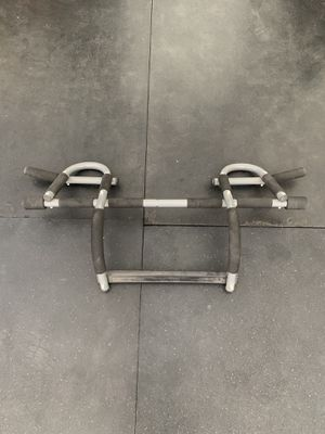 Over the door pull-up bar for Sale in Fresno, CA