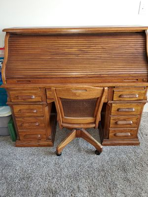 Roll top desk w/chair for Sale in Spring, TX