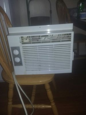 GE WINDOW AC unit for Sale in Worthington, OH