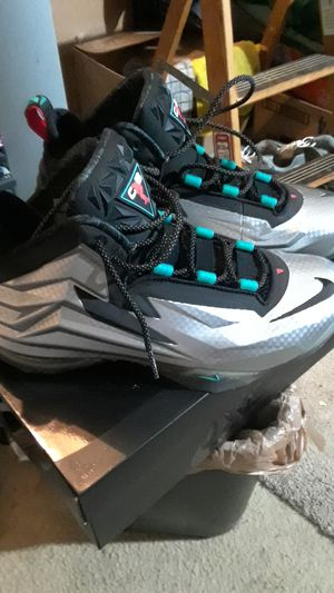 nike fomeposite 11 / trade for black n blue size 11 Jordan boots for Sale in Saint Charles, MD