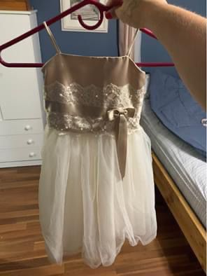 Flower girl dress size 2T for Sale in Voorhees Township, NJ