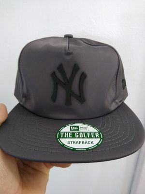 NEW YORK YANKEES NEW ERA STRAPBACK HAT BRAND NEW for Sale in South Gate, CA
