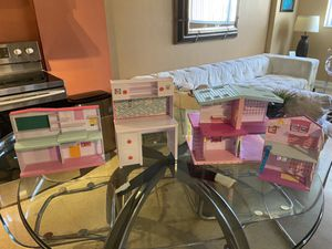 shopkins houses and table for dolls for Sale in Miami, FL