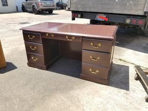 30 x 60 traditional executive office desk $250 (good condition) for Sale in Houston, TX