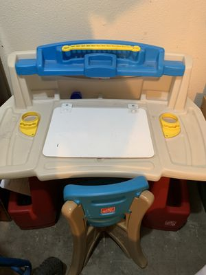 Kids desk w/ chair cleaning out house/ need gone for Sale in Vancouver, WA