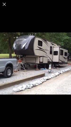 2014 Forest River Heritage Glen 5th Wheel for Sale in Powdersville, SC