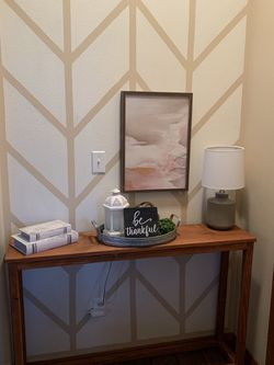 Entry/hall/sofa Table for Sale in Eatonville,  WA