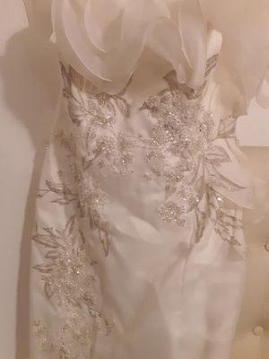 David's Bridal dress, off white chiffon gown, size 14 with pearls and embroidery, size 10, I would alter to your size for free. New, never been used for Sale in Dallas, TX