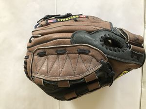 Softball glove Wilson size 11.5 left hand throw for Sale in Oak Park, IL