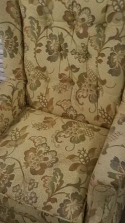 Vintage Slyter Magnuson Wing back swivel chair for Sale in Everett,  WA