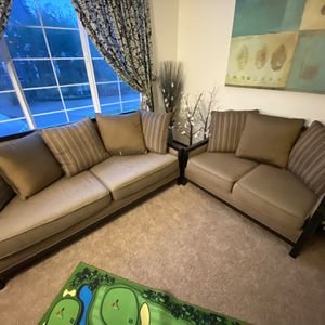 2 Piece couch Set for Sale in Federal Way, WA