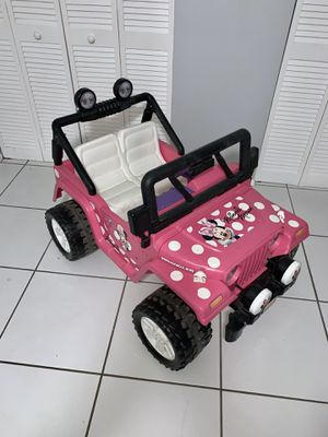Fisher Price Power Wheels Minnie Mouse Jeep for Sale in Miami, FL