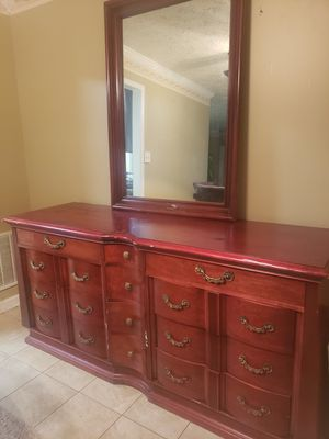 100% solid wood dresser and mirror for Sale in UPR MARLBORO, MD