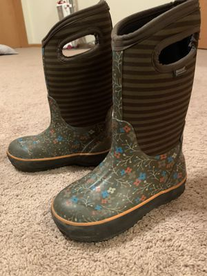 Girls winter Bogs boots size 13 for Sale in Mundelein, IL