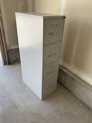 4 drawer filing cabinet for Sale in Eagle Mountain, UT