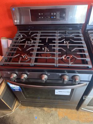 New LG stove with convection oven for Sale in La Mirada, CA