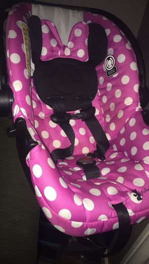 Babygirl car seat (no base) for Sale in Midland, TX