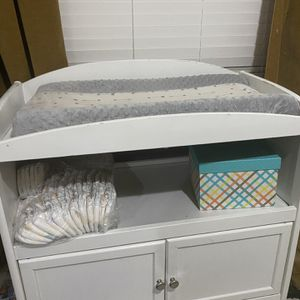 Pottery barn White Changing Table for Sale in Las Vegas, NV