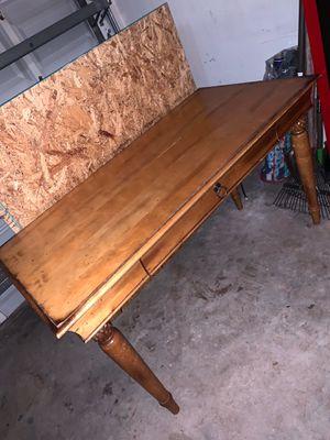 Wood desk for Sale in Miami Gardens, FL
