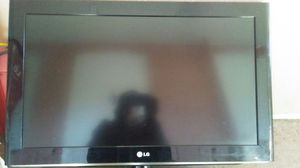 Amazing condition 32 inch LG LCD tv for Sale in Denver, CO