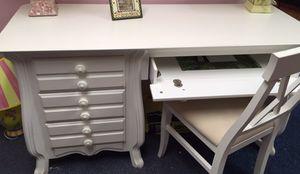Solid wood desk for Sale in Philadelphia, PA