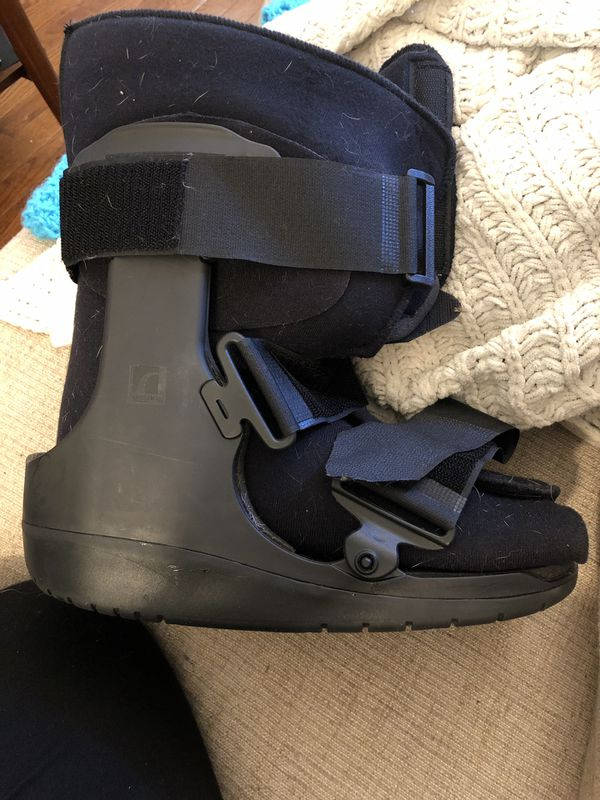Ossur Medical boot size M