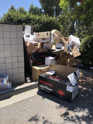 Free cardboard and pallets for Sale in Claremont, CA