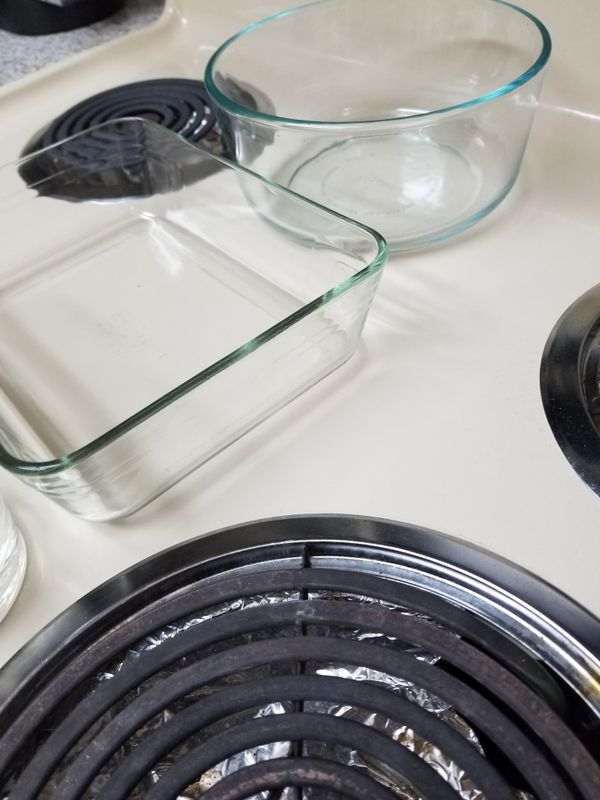 2 pyrex glass bowls and 3 glasses kettle one