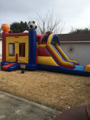 Bounce house Jump house with big slide and basketball hoop inside! Come with 1 table 6 chairs for Sale in Dallas, TX
