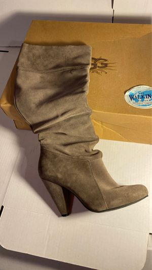 UGG CLASSIC SHORT-WOMENS 5825 Chocolate size 8 for Sale in Philadelphia, PA
