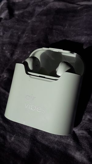 Vivitar Air Vibes EarBuds with Charging Case White for Sale in Rialto, CA