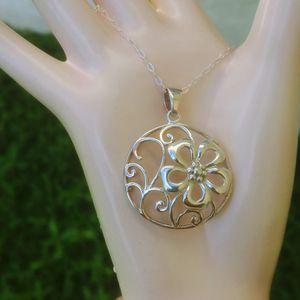 Silver flower pendant necklace for Sale in Pompano Beach, FL