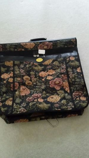 BLACK FLORAL AMAZON GARMENT BAG for Sale in Flossmoor, IL