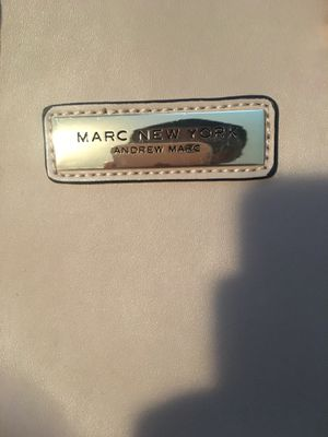 ANDREW MARC NEWYORK WOMENS HAND BAG for Sale in Oxon Hill-Glassmanor, MD