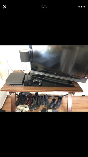 Wooden desk/tv stand for Sale in Hayward, CA