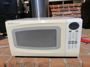 Like new Sharp Corousel white Microwave model R-306LW, 2.36 cu ft for Sale in Spring Valley, CA