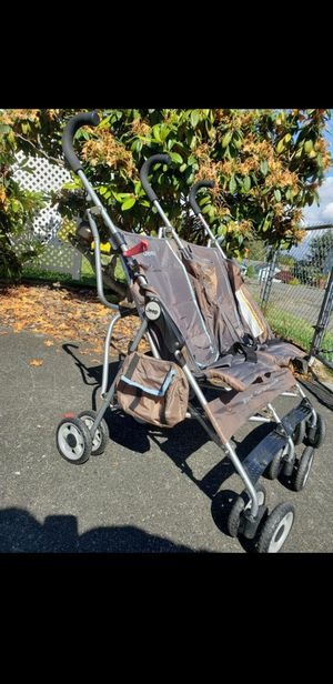 Jeep double stroller!! Little sun faded for Sale in Tacoma, WA