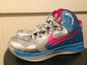 Nike hyperfuse Woman's Basketball Shoe Size 10 for Sale in Las Vegas, NV