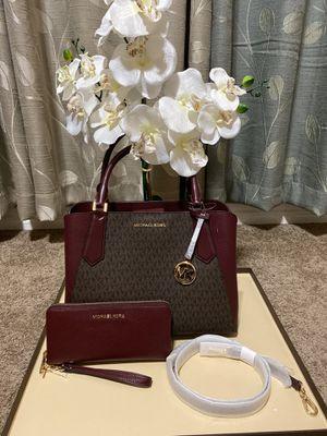 Michael Kors handbag crossbody bag purse with matching wallet new for Sale in San Antonio, TX