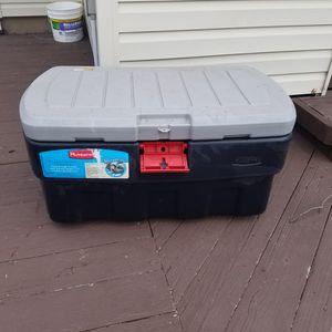 35 Gal. Rubbermaid Storage/ Deck Box for Sale in Bloomfield, NJ