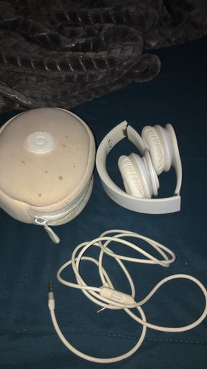 Beats by Dr. Dre white solo for Sale in Spring Valley, CA