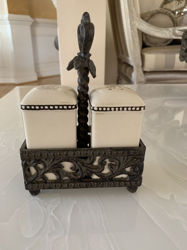 """Gracious Goods Collection set """"LIKE NEW"""""""