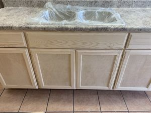 6ft kitchen cabinet countertop & sink for Sale in Lynwood, CA