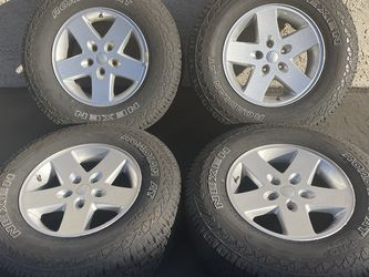 "(4) 17"" Jeep Wrangler Wheels 255/75R17 Nexen Tires for Sale in Santa Ana,  CA"