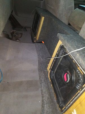 12 inch Kickers subwoofers w/box came of chevy silverado for Sale in Tampa, FL